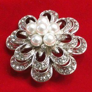 Jewelry - Flower Brooch